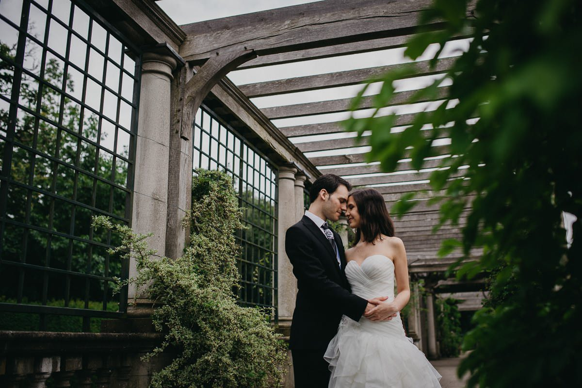 How to choose a professional wedding photographer London 7