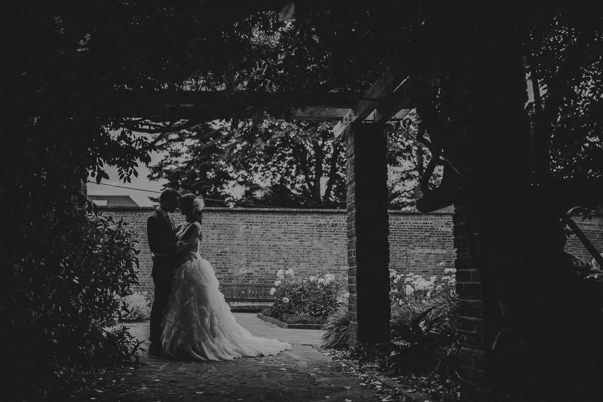 How to choose a professional wedding photographer London 6