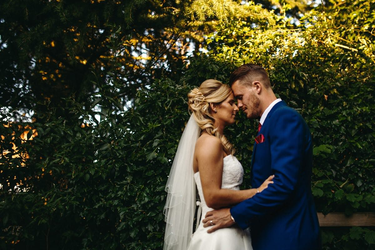 How to choose a professional wedding photographer London 9