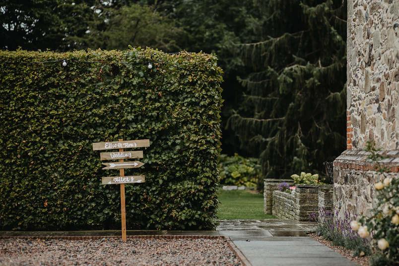 Garden wedding - Wedding photographer Nottingham 2