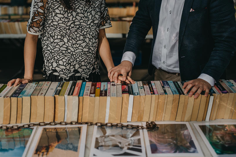 couple holding hands at southbank book market