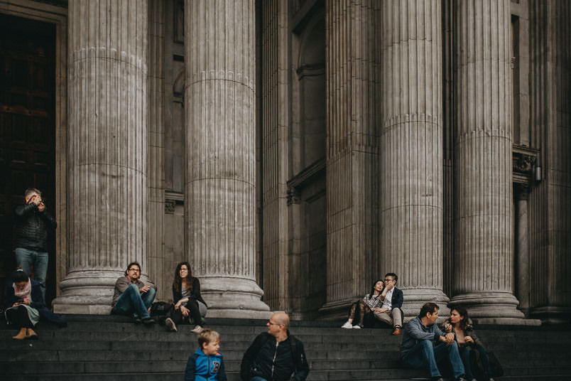 couple sittin at st paul's cathedral stairs