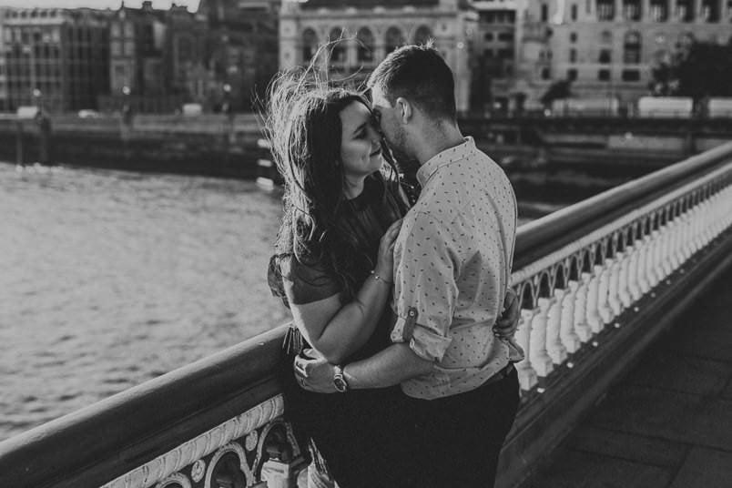 couple on London bridge